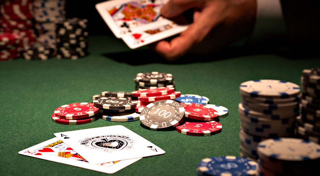 Some areas and features of online casinos when compared with land