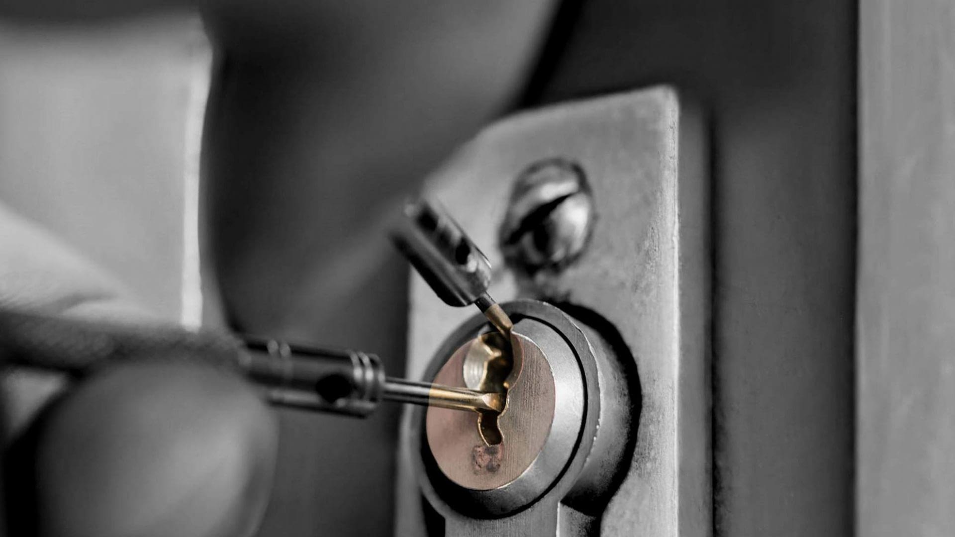 Restore safety with the best service from a car locksmith