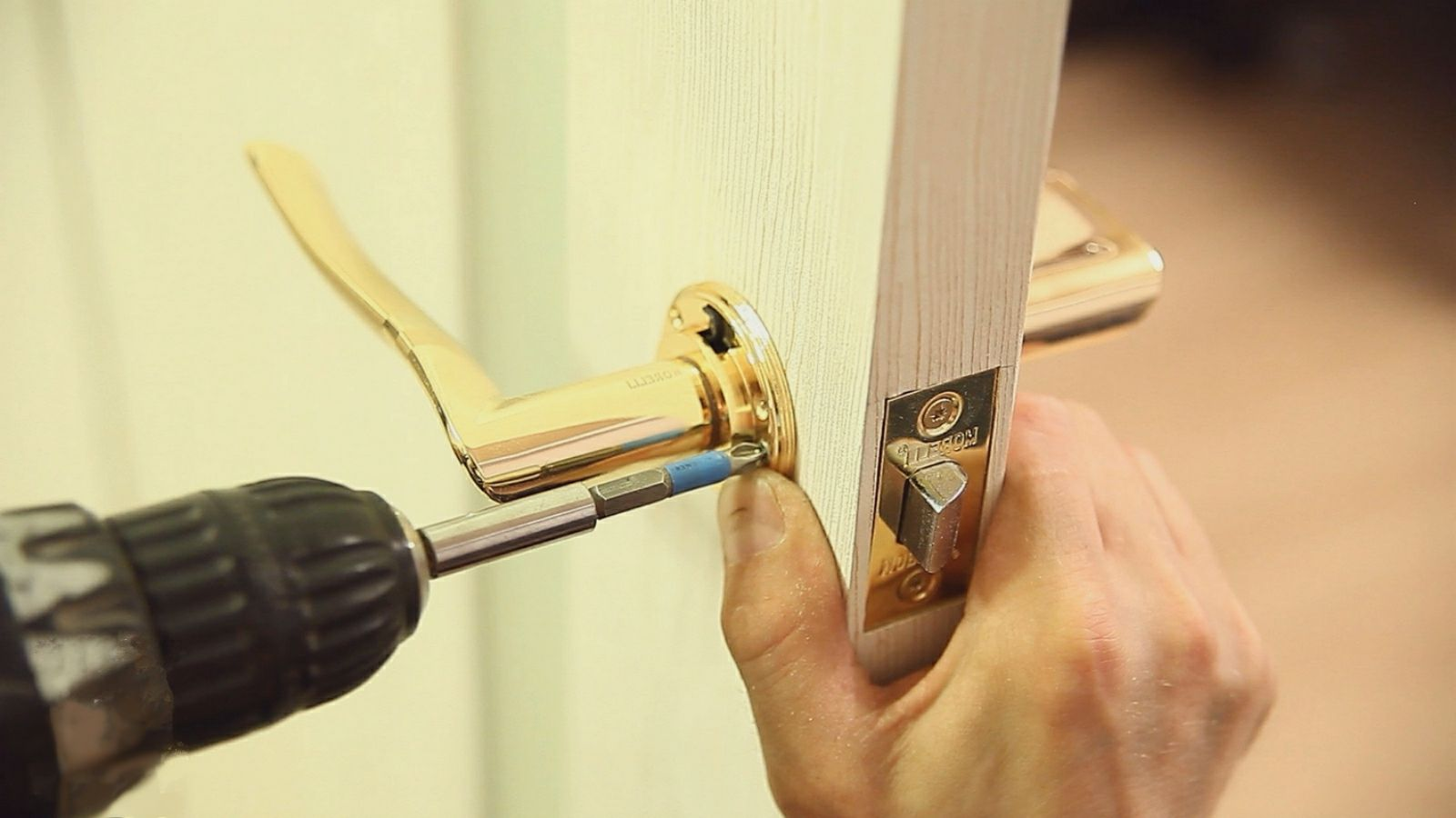 Get your home saved with the help of a locksmith lier