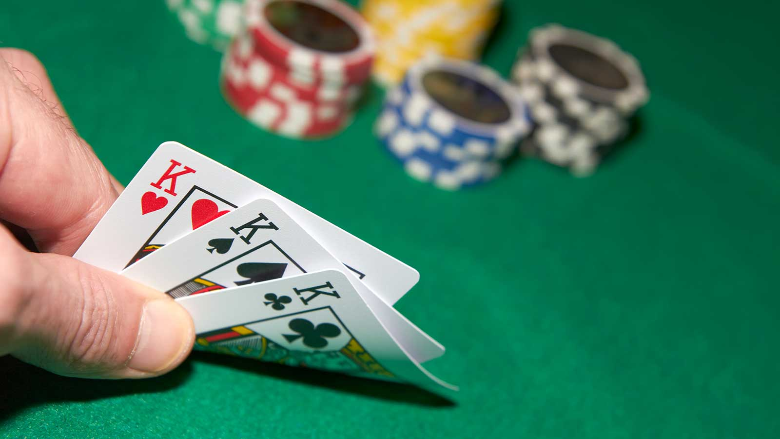 Where Do Experts Engage in Poker Online?